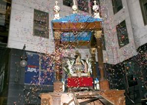 Subida del santo en la Festa del Xiquets de Sant Vicent. Foto de Manolo Guallart.