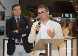 Gil Manuel Hernández explicando los orígenes de la Batalla de Flores de Valencia. Foto de Manolo Guallart.