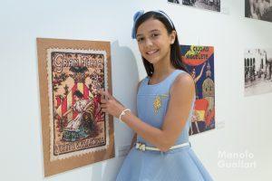 Sofía Soler, Fallera Mayor Infantil de Valencia, en la exposición sobre la Batalla de Flores. Foto de Manolo Guallart.