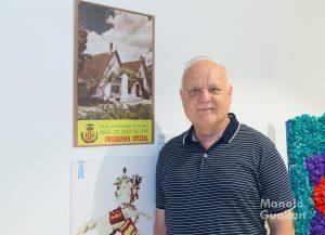 Rafael Solaz Albert, historiador y bibliófilo en su exposición sobre la Batalla de Flores de Valencia. Foto de Manolo Guallart.