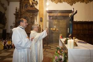 Eucaristía solemne en la parroquia de Santo Tomás y San Felipe Neri el día de la fiesta. Foto de Manolo Guallart.