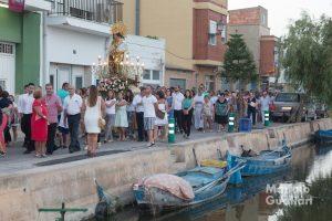 Traslado de la Virgen de los Desamparados cerca de uno de los canales de El Palmar. Foto de Manolo Guallart.
