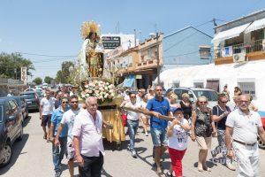 La imagen peregrina de la Virgen de los Desamparados portada por miembros de la Hermandad de Seguidores. Foto de Manolo Guallart.