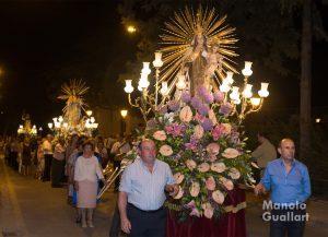 Imágenes santas que acompañan a San Luis Beltrán en la procesión. Foto de Manolo Guallart.