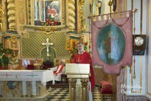 El párroco, José Manuel Marhuenda, en la homilía. Foto de Manolo Guallart.