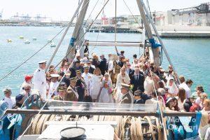 El barco pesquero que realizó la procesión marinera de la Virgen del Carmen en el puerto de Valencia. Foto de Manolo Guallart.
