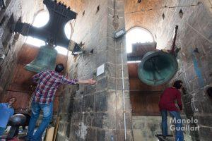 Toques manuales de campanas en el Miguelete por la festividad de la Virgen de los Desamparados. Foto de Manolo Guallart.