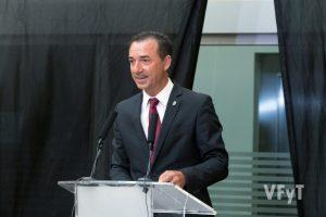 El alcalde de Riba-Roja, Robert Raga, en su intervención. Foto de Manolo Guallart.