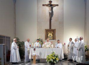 Misa concelebrada en honor a Santa Clara de Asís. Foto de Manolo Guallart.