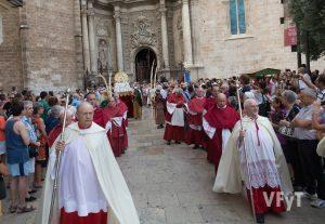 El Cabildo de la Catedral de Valencia en la procesión de la Asunción. Foto de Manolo Guallart.
