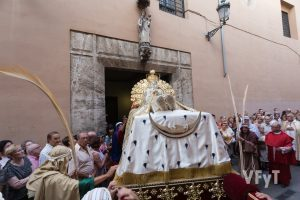 Entrada de la Dormición de la Virgen en la iglesia del Milagro tras la procesión. Foto de Manolo Guallart.