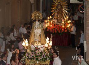 Virgen de los Desamparados, seguida de San José. Foto de Manolo Guallart.