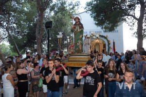 Procesión por la ermita de san Roque en Casinos. Foto de Manolo Guallart.