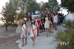 Reinas de las fiestas de Casinos con sus Damas de Honor en la procesión de san Roque. Foto de Manolo Guallart.
