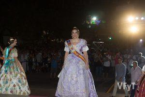 La Reina de las Fiestas de Paterna, Gema Montoliu, a su llegada al ayuntamiento. Foto de Manolo Guallart.