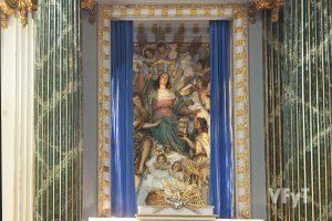 Momento cuando se descubre la Asunción en el altar mayor. Foto de Manolo Guallart.