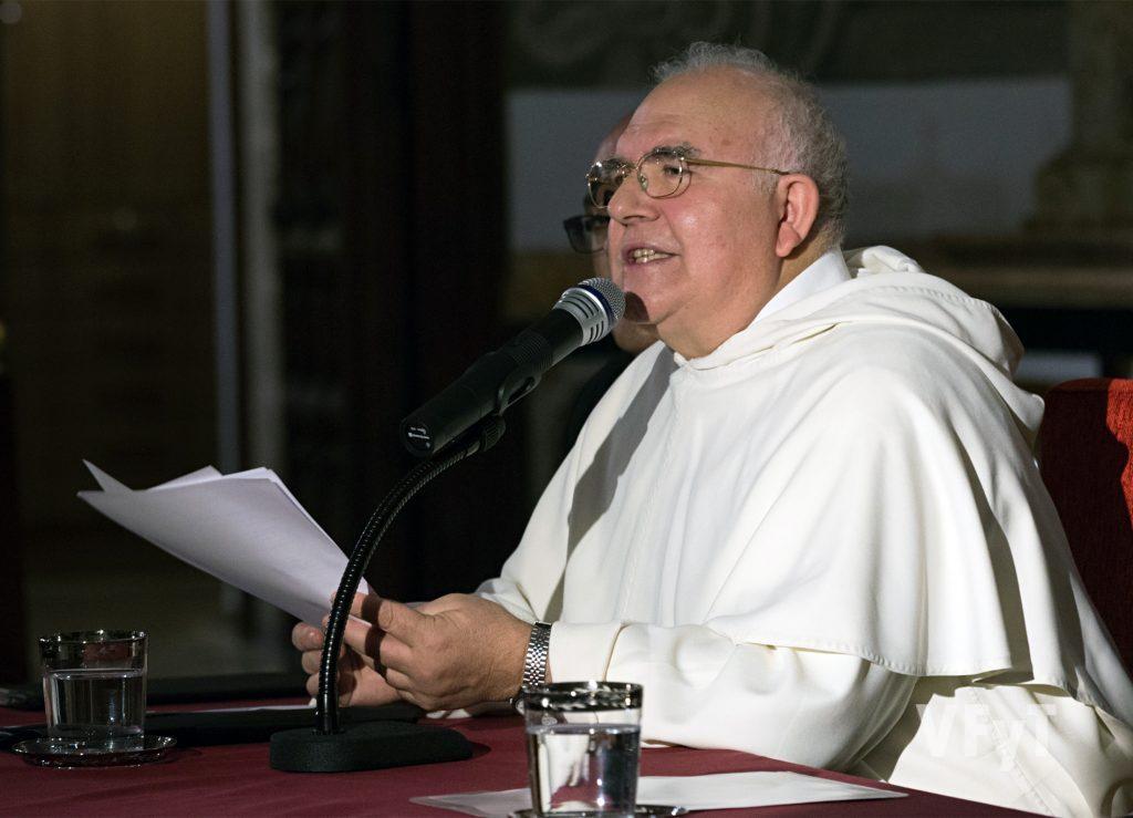 Fray Vito en su predicación. Foto de Manolo Guallart.