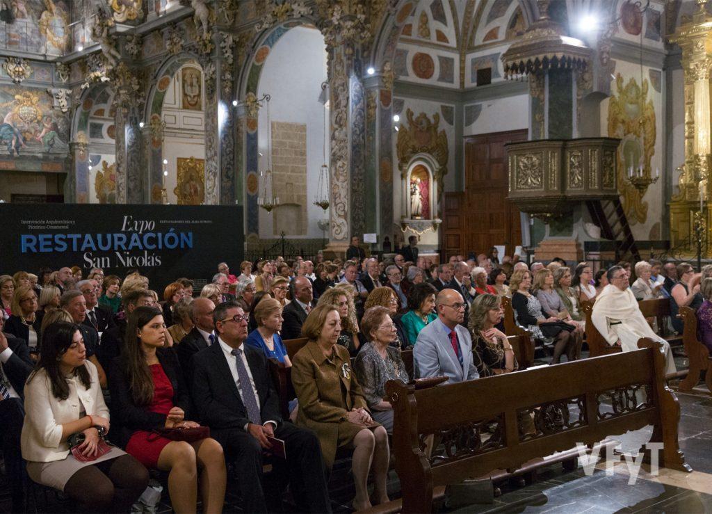 Aspecto de San Nicolás, con numerosa representación del mundo vicentino y de otras fiestas valencianas. Foto de Manolo Guallart.