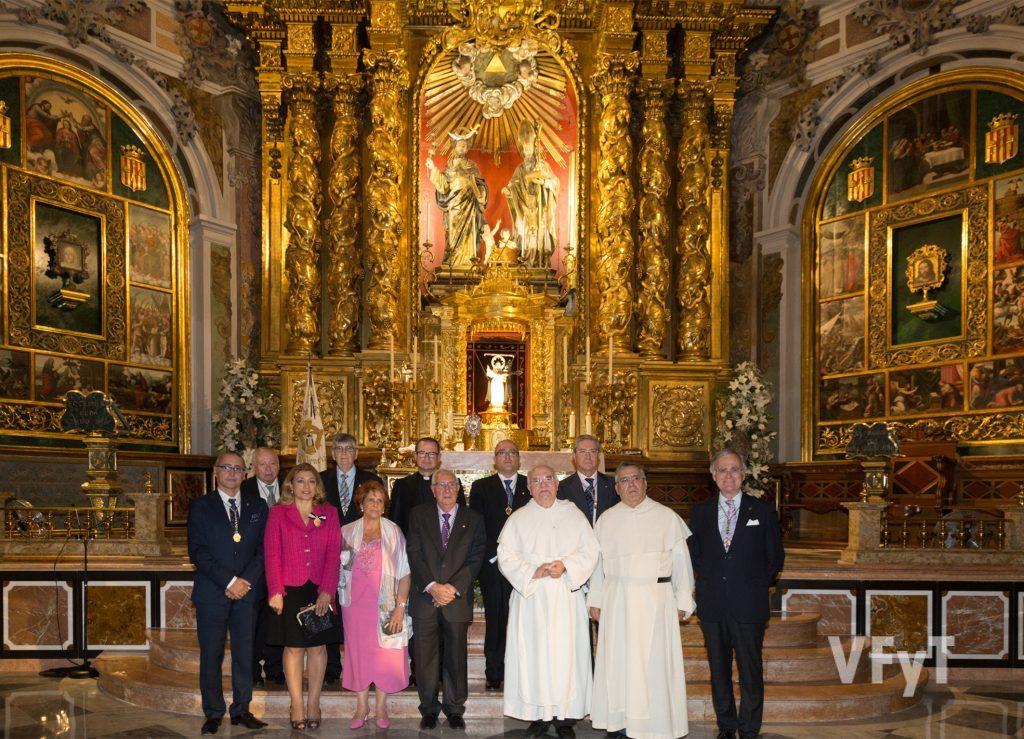 Imagen para el recuerdo en el altar mayor de San Nicolás tras la Apertura del Año Vicentino. Foto de Manolo Guallart.