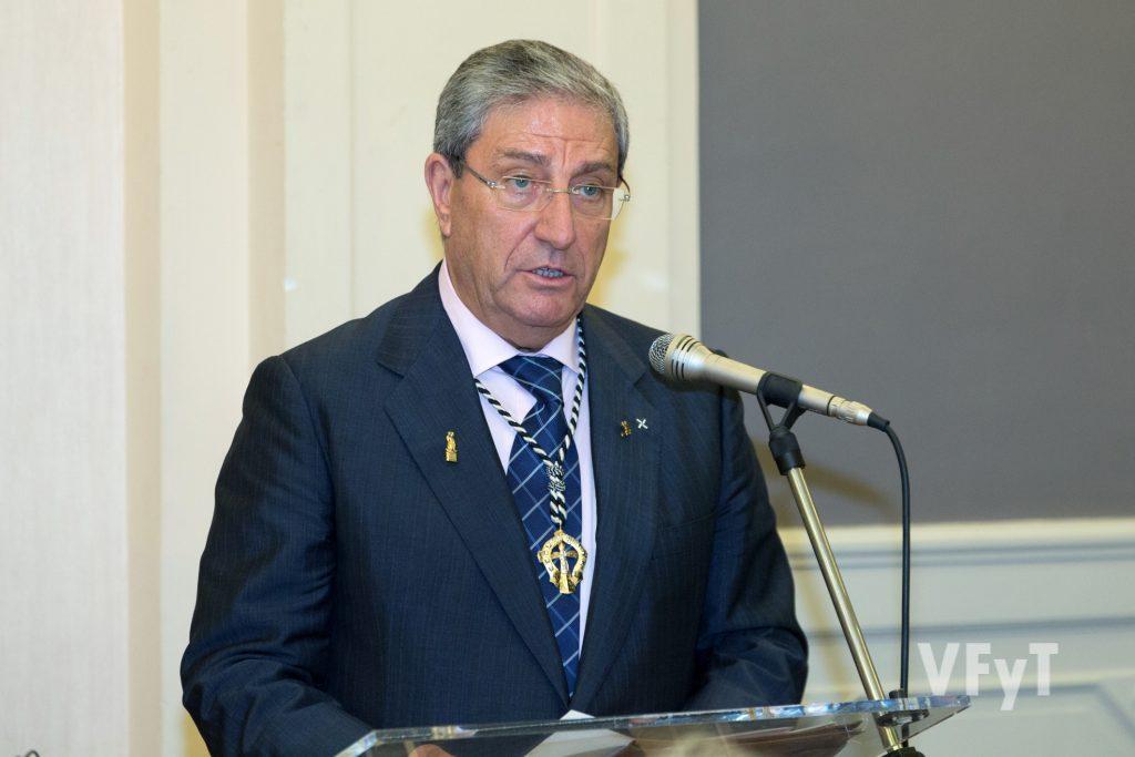 José Vicente Vila, Clavario Mayor del Altar del Tossal, en su parlamento tras la cena homenaje. Foto de Manolo Guallart.