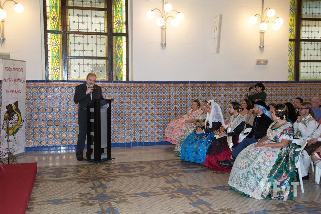 Miguel Ángel Bustos presentando el acto. Foto de Manolo Guallart.