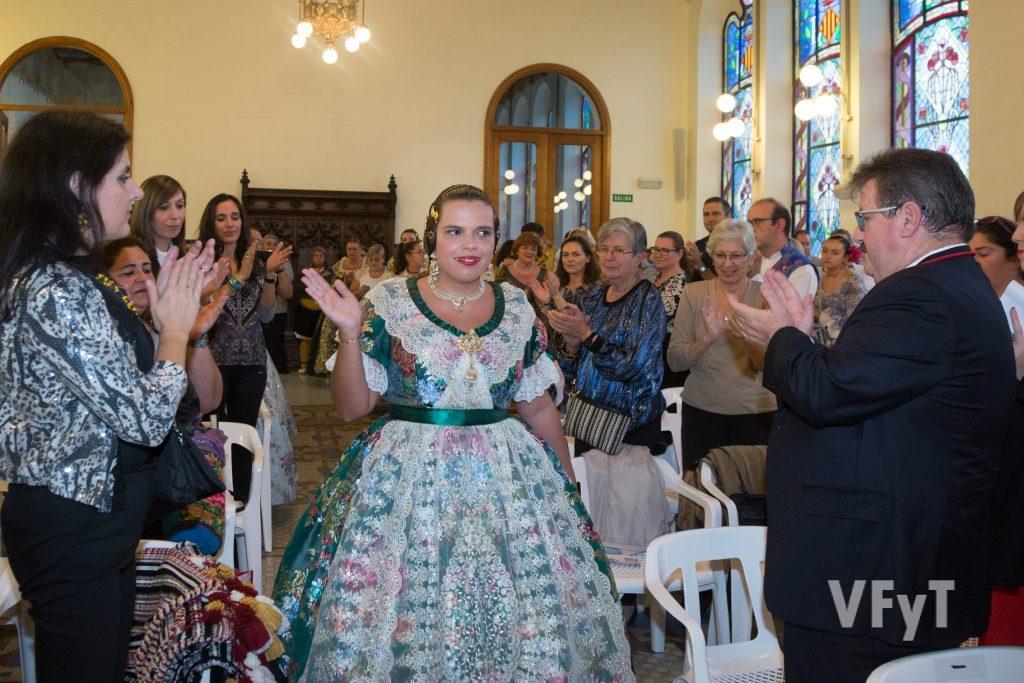 Solemne entrada de Ester Vicent en el acto de su exaltación. Foto de Manolo Guallart.