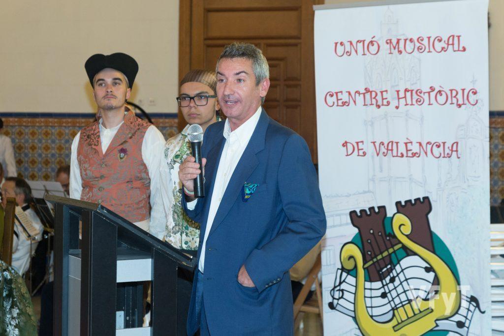 El escritor Salvador Raga actuó como mantenedor de la Reina de l´Horta. Foto de Manolo Guallart.