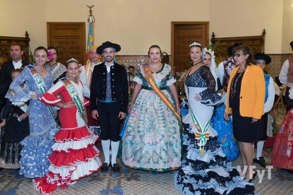 Fiestas valencianas y Casas Regionales quisieron homenajear a Ester Vicent. Foto de Manolo Guallart.