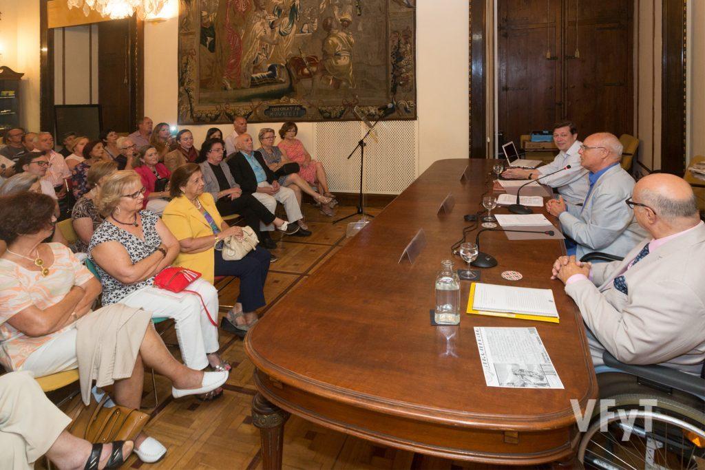 El salón de actos del Museo L´Iber en la conferencia de Baltasar Bueno. Foto de Manolo Guallart.