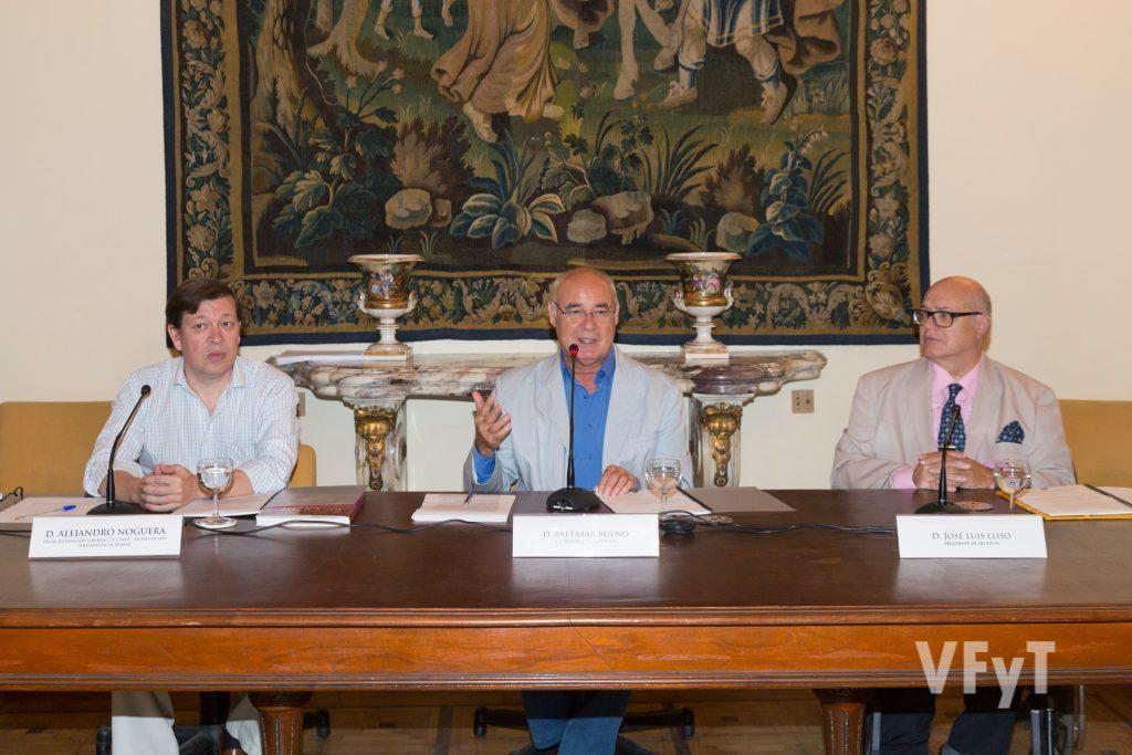 Conferencia de Baltasar Bueno sobre el Rey Jaime I (acompañado por Alejandro Noguera, izda., y José Luis Lliso). Foto de Manolo Guallart.