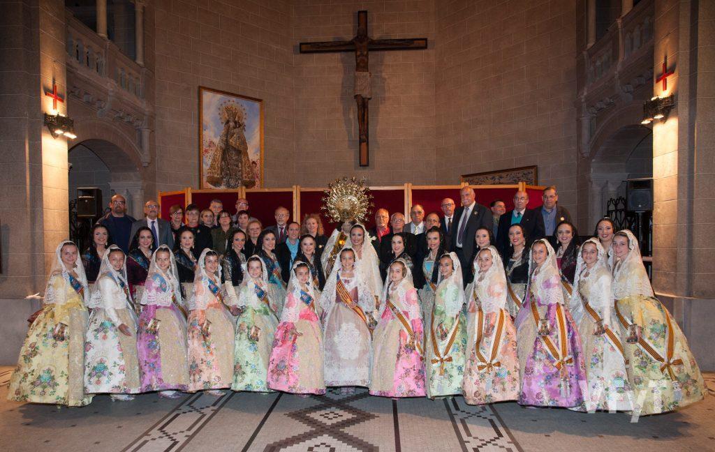 Las Falleras Mayores de Valencia y sus Cortes de Honor con los Seguidores de la Virgen tras el Besamano en la capilla de la Escolanía. Foto de Manolo Guallart.