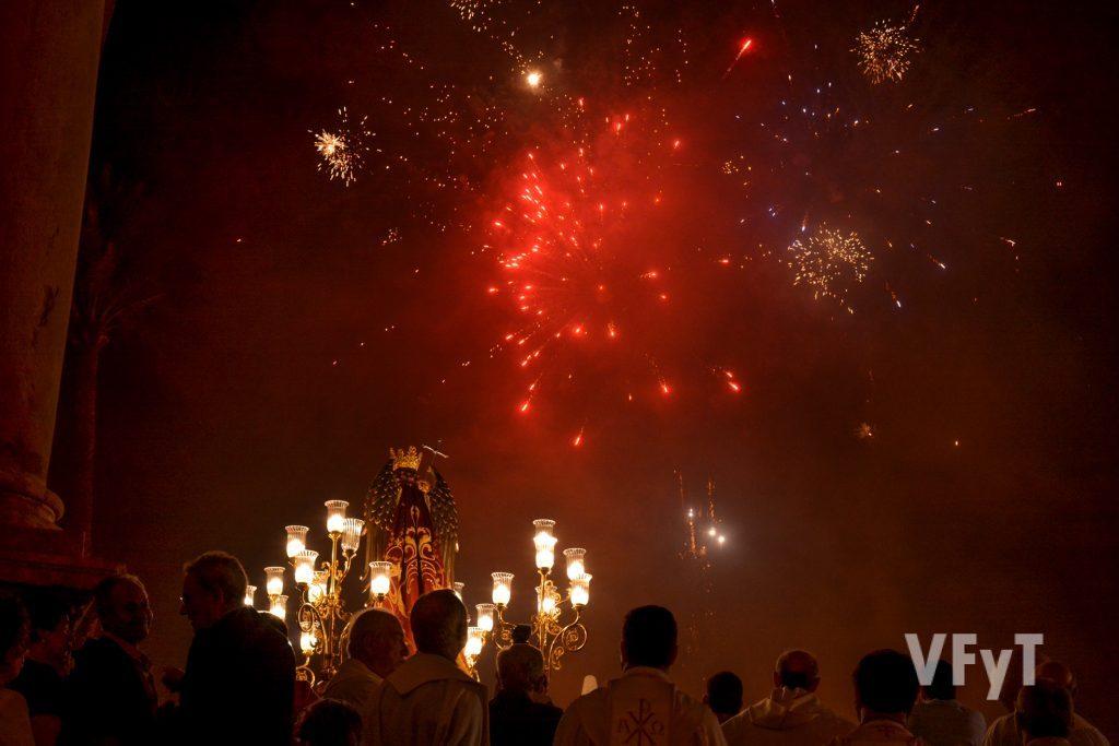 Apoteósico final de la procesión de San Miguel en Lliria. Foto de Vicente Almenar.