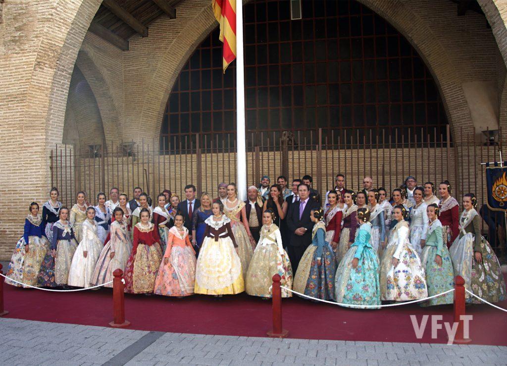 Momento final del acto de Homenaje a la Real Senyera en el Marítimo. Foto de Antonio Cerveró.