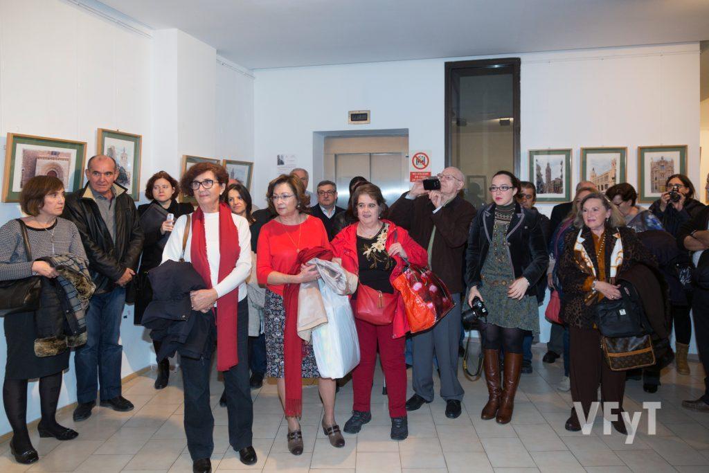 Numeroso público en la exposición de Pedro Molero. Foto de Manolo Guallart.