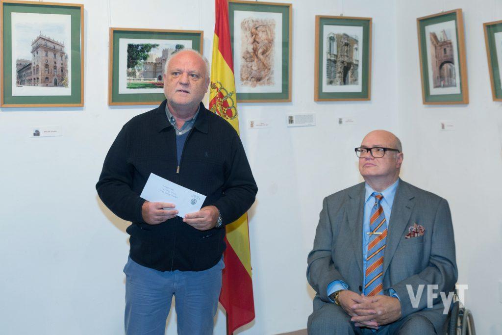 Rafael Solaz con José Luis Lliso (ARCHIVAL) hablando sobre el arte de Pedro Molero. Foto de Manolo Guallart.