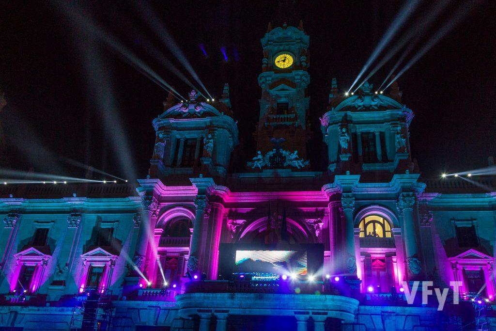 Nochevieja en la plaza del Ayuntamiento de Valencia. Foto de Manolo Guallart.