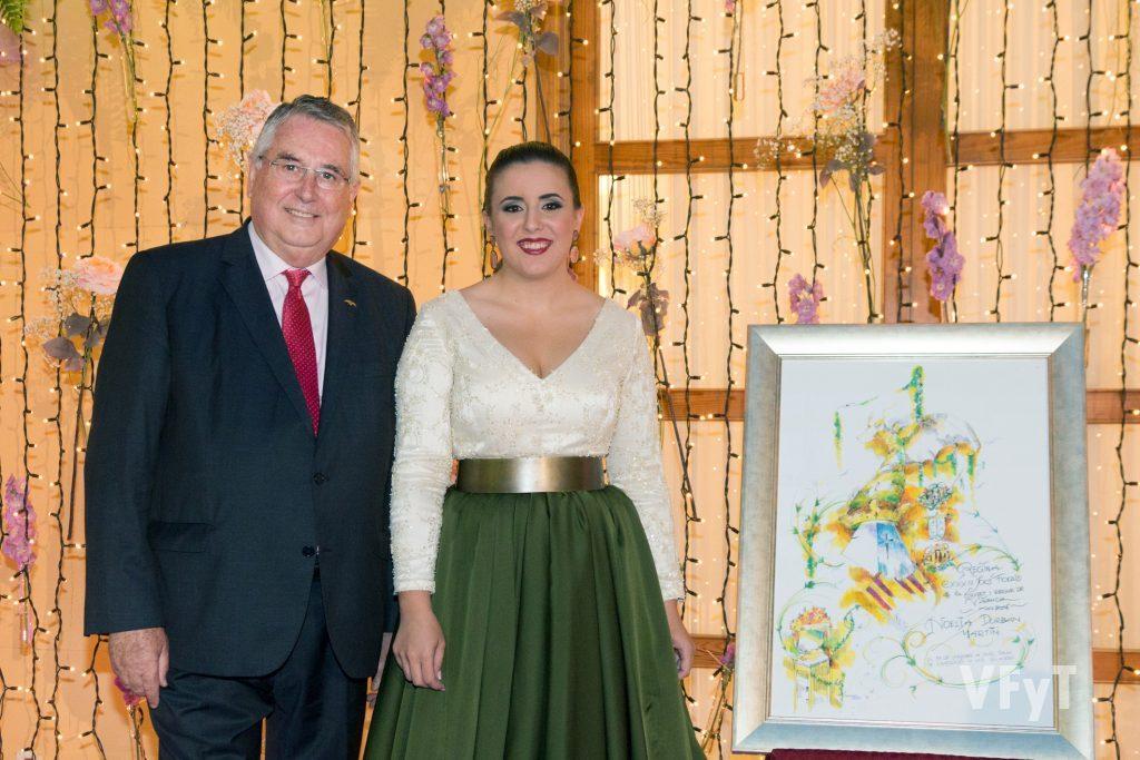 Enric Esteve, presidente de Lo Rat Penat, con Noelia Durbán.
