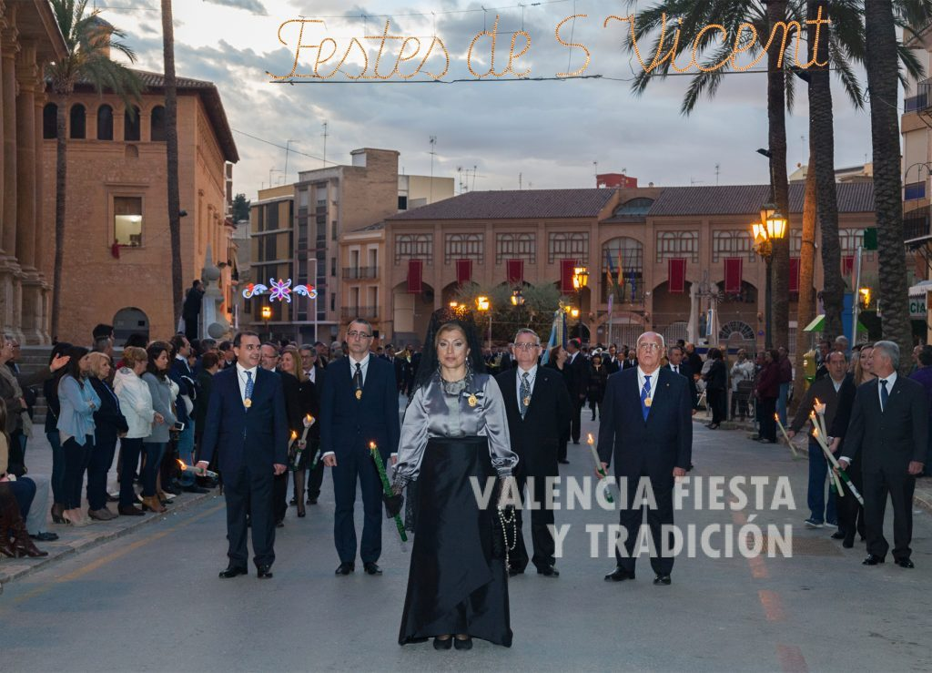 En la solemne procesión vespertina de San Vicente Ferrer en Lliria.