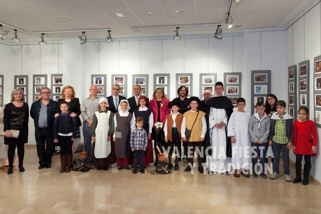 """En la exposición fotográfica de """"25 años de milagros"""" en el Altar de Meliana."""