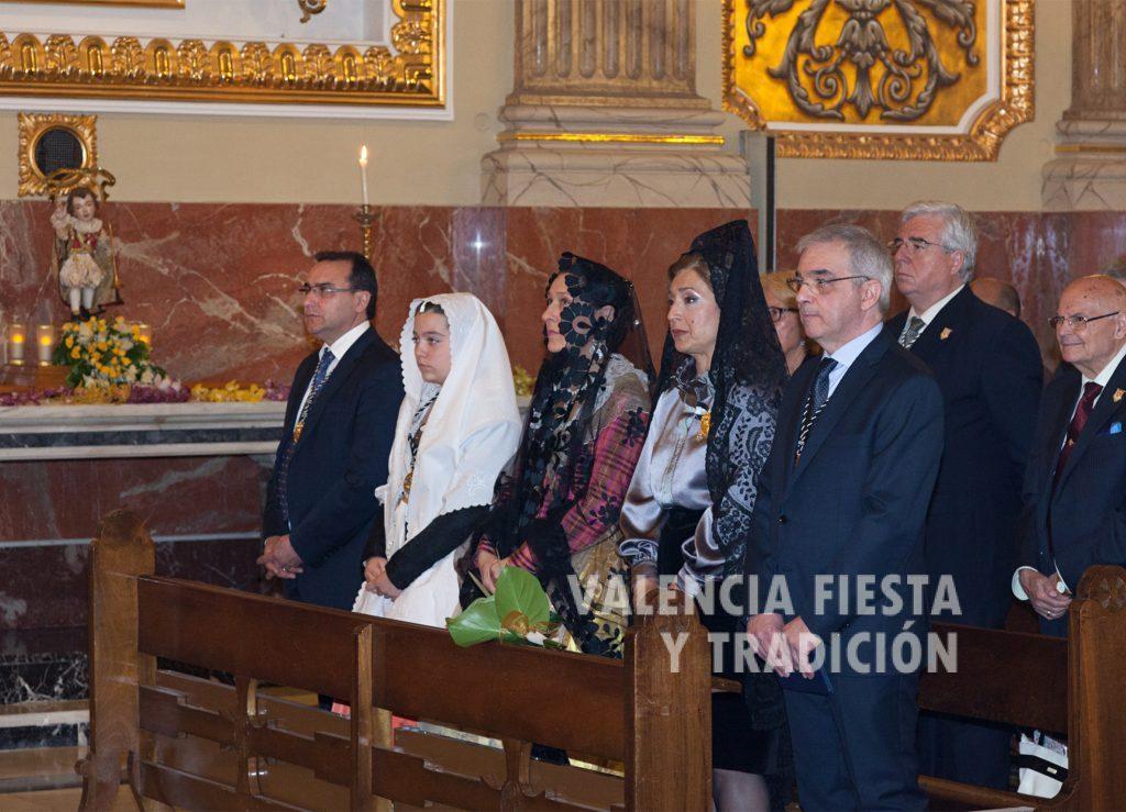 En la misa solemne del Altar del Ángel Custodio, junto con el secretario general de la JCV, acompañando a las clavariesas mayores y al presidente de la asociación.