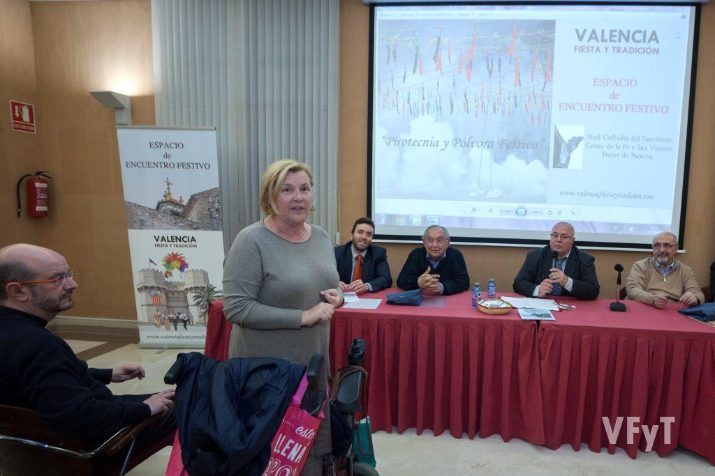 La concejala Paqui Periche en su intervención. Foto de Luis Mejías.