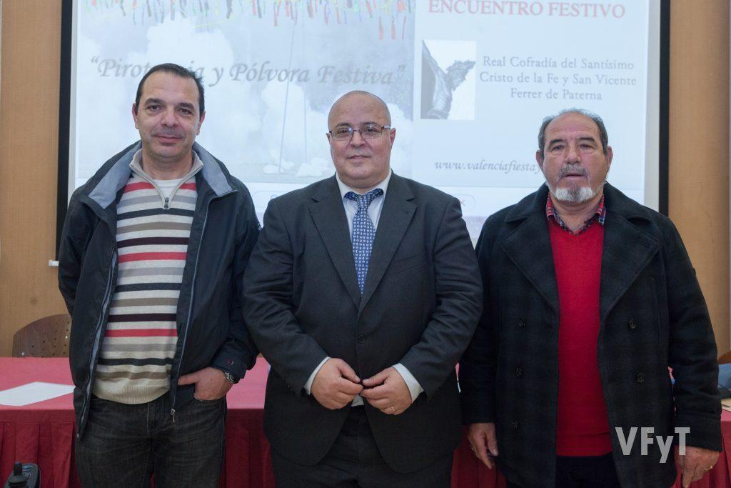 Representantes de la Federación de Interpreñas con Manolo Guallart. Foto de Luis Mejías.