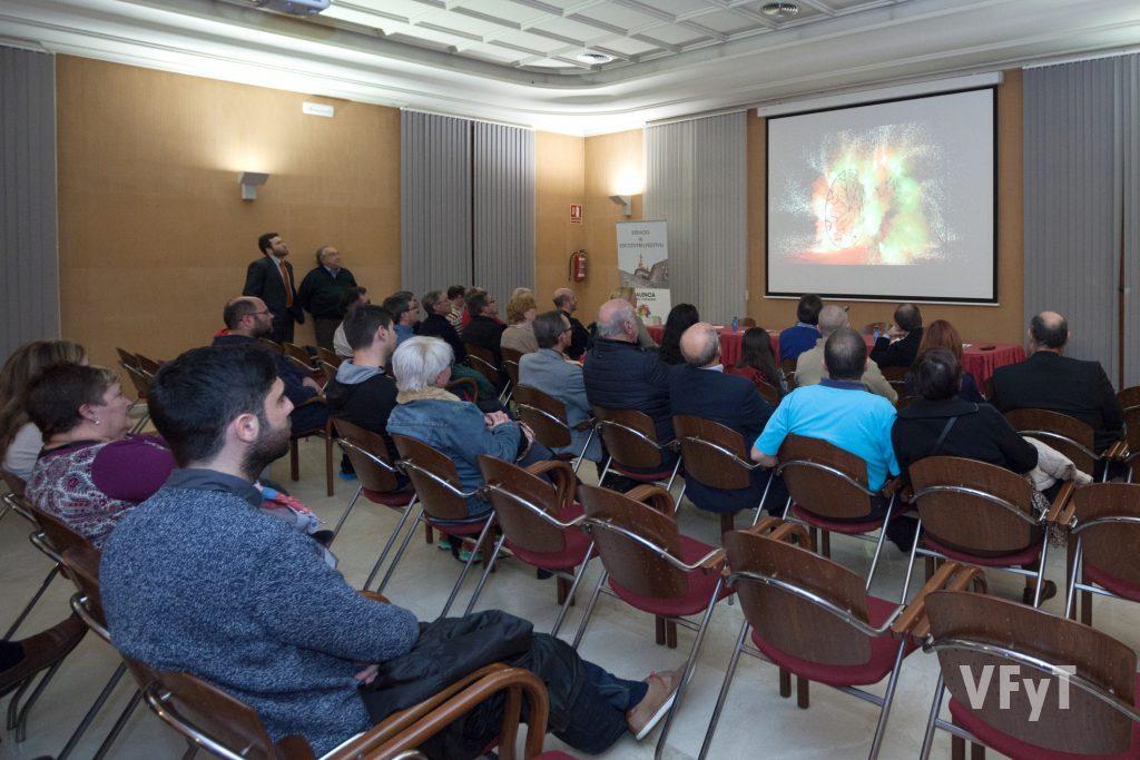 Proyección audiovisual previa al coloquio. Foto de Luis Mejías.
