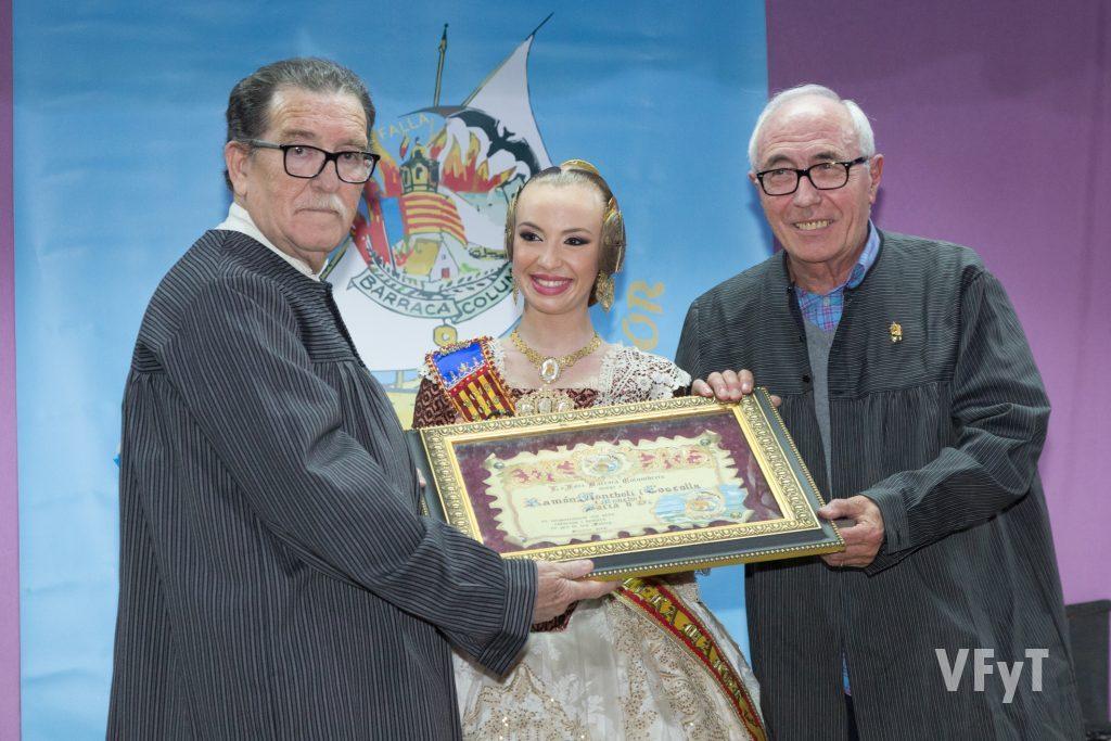 Noelia Carabal, Fallera Mayor de Barraca-Columbretes con Julián Pastor, premiado con la Barca d´Or nº 64.