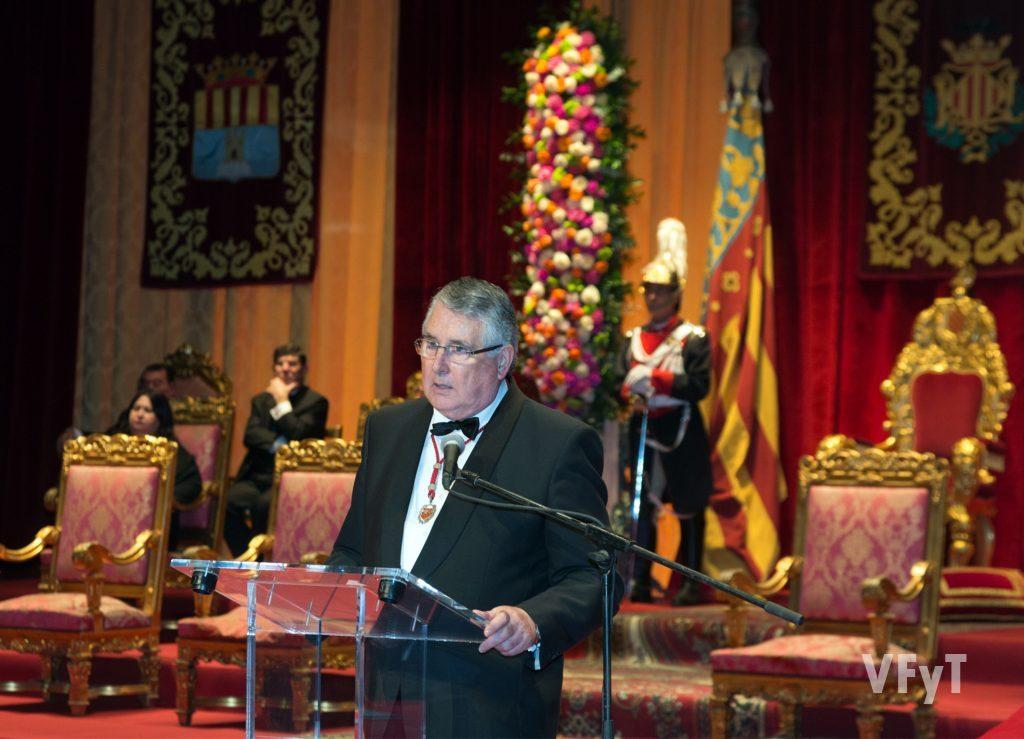 Enric Esteve, presidente de Lo Rat Penat en su discurso. Foto de Manolo Guallart.