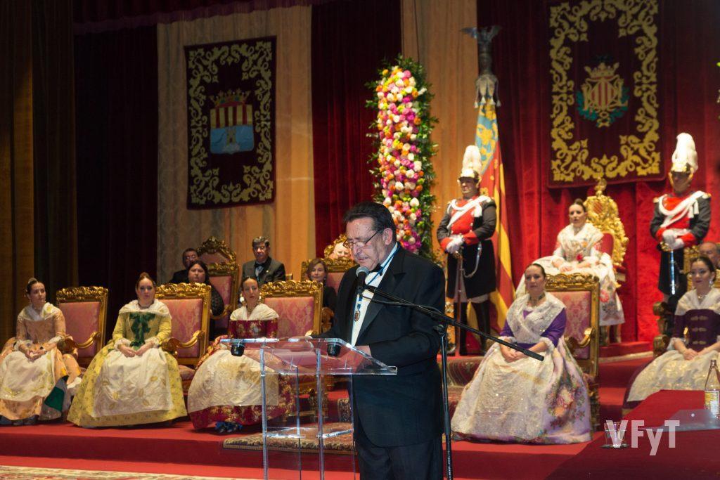 Alfonso Ussía, mantenedor de la Regina dels Jocs Florals. Foto de Manolo Guallart.