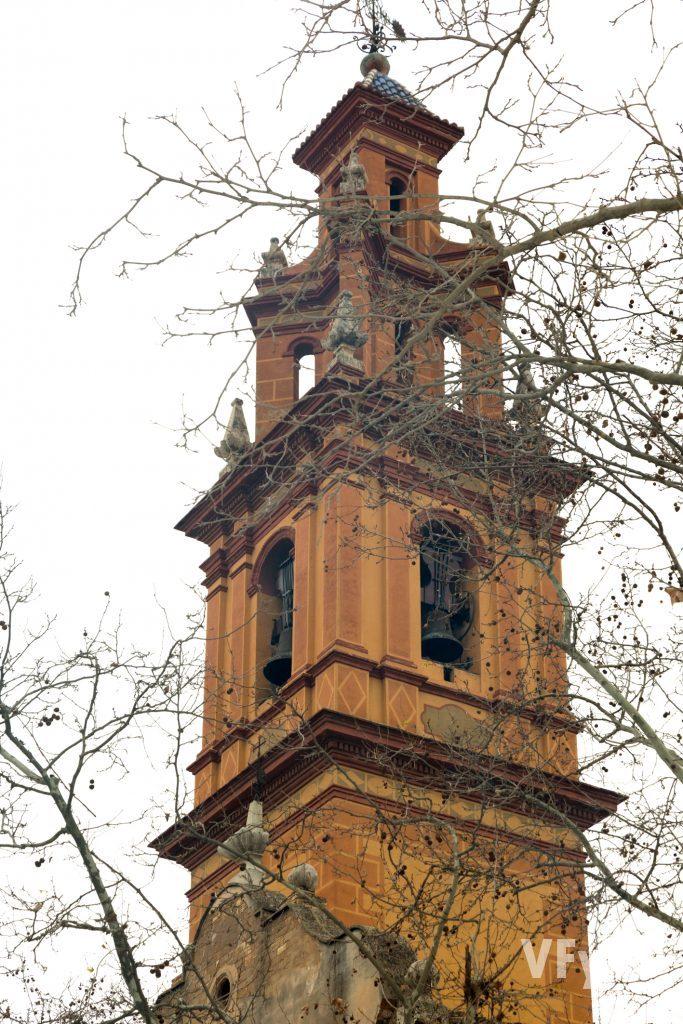 Torre campanario de la Parroquia Nuestra Señora de la Misericordia de Campanar. Foto de Manolo Guallart.