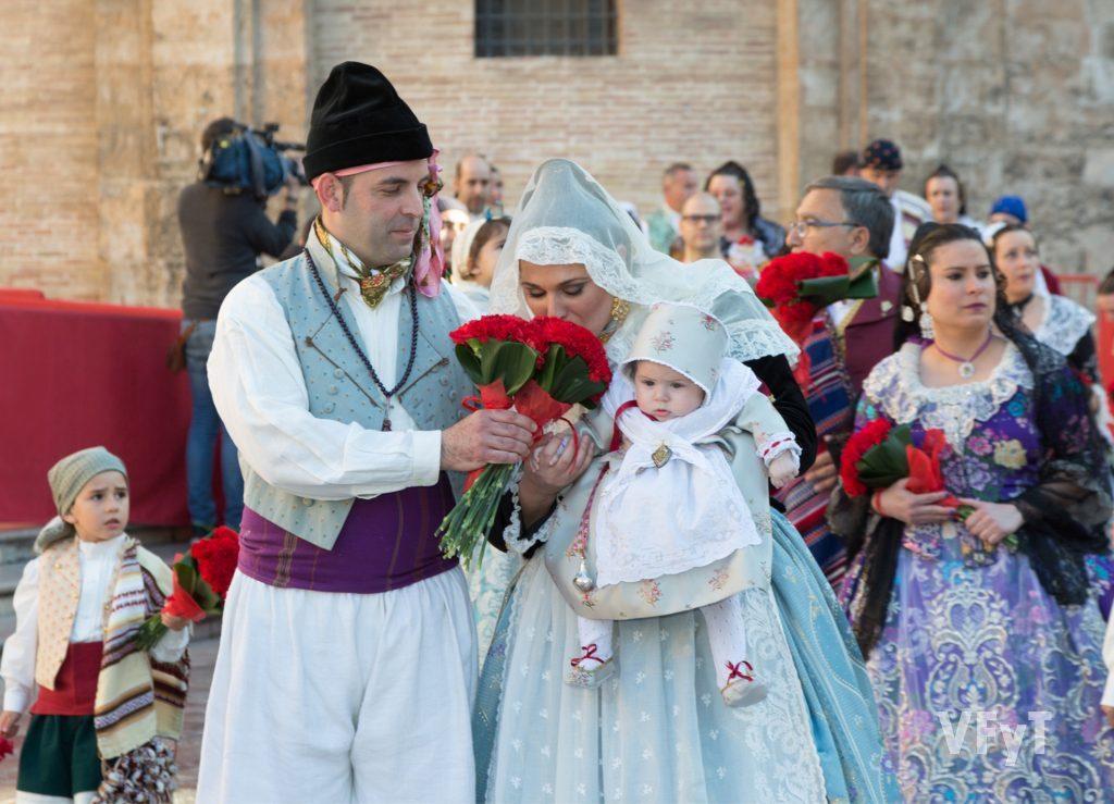 Comienza la Ofrenda fallera del 75º aniversario - Valencia, Fiesta ...