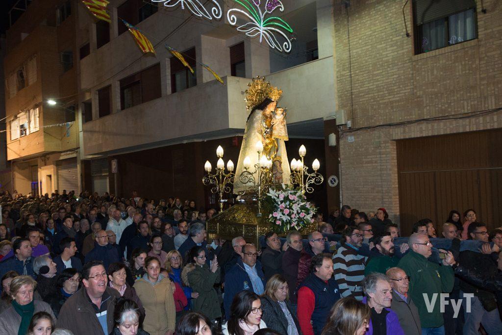 La Virgen de los Desamparados por las calles de Burjassot.