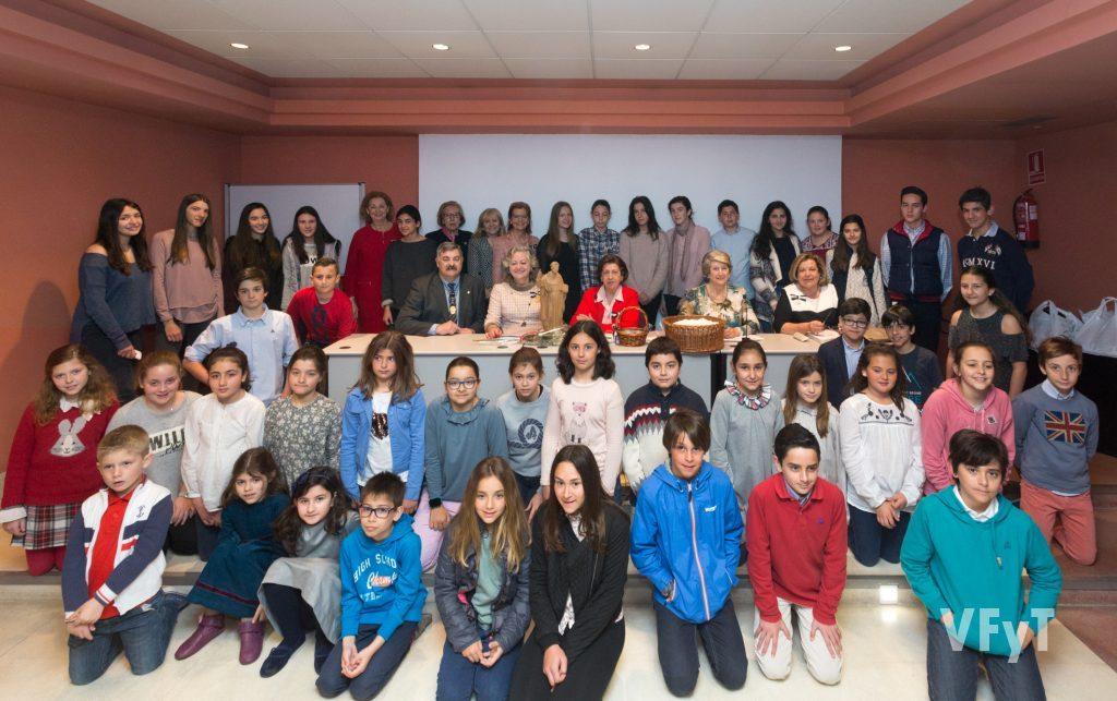 Participantes en el Concurso sobre la Vida y la Obra de San Vicente Ferrer, organizado por la Asociación de Damas.